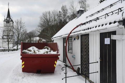 Stengt: Ved nyttår ble dette bygget, som blant annet har inneholdt offentlig toalett, stengt for allmennheten. Foto: Øystein K. Darbo