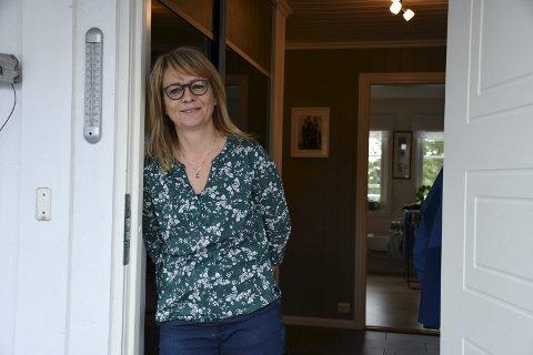 Tvedestrandsjente: Hege Andersen Rønning er fra Brunåsen i Tvedestrand. Etter noen år borte i Oslo, Bø og Arendal, bygde familien hus på Nes Verk. Det er solgr, og nå har familien hjemmet sitt på Glastadheia i Tvedestrand. Foto: Siri Fossing