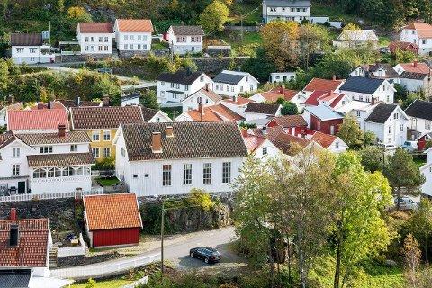 Bedehusbakken 11: Ligger rolig og sentralt i Strandhagen, i Tvedestrand sentrum. Alle foto: DNB Eiendom