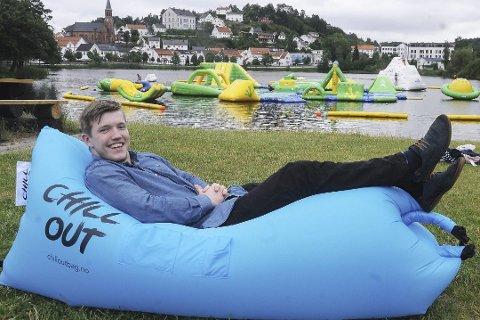 Fritid: Fredrik Grotle (23) satser på mange produkter som kan benyttes til fritid og avslapning. Som denne chill out bag'en. Selv setter han ikke av så mye tid til fri, han er glad i å jobbe, den unge gründeren.