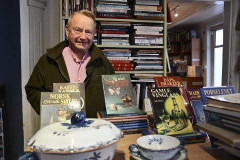 Helge Baardseth: Vil få frem at antikvaritene byr på langt mer enn førsteutgaver av Ibsen. Foto: Olav Loftesnes
