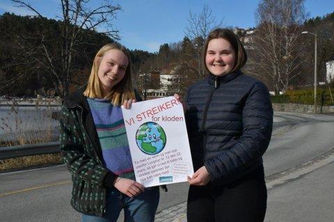 Klara Svalheim og Johanna Skrettingdal oppfordrer sine medlever på Lyngmyr til å gå ut i en to timers streik fredag.