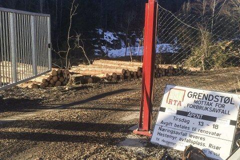 Det gamle søppelmottaket på Grenstøl er forlengst nedlagt, og denne porten er fjernet. Men RTA's nye søppelmottak blir etablert i området hvor innkjøringsporten stod. Arkivfoto