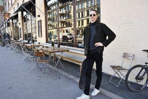 Urbant: Skateboardet er en like naturlig del av Jonas Alaskas liv som musikken.