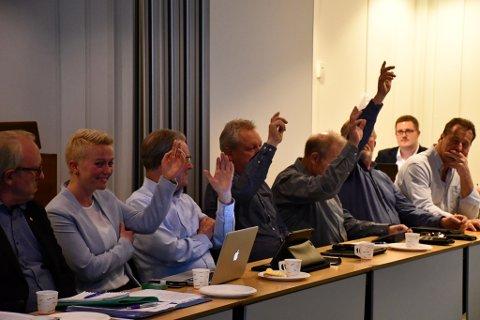 Fem TTL'ere: May-Lill Skjeggedal, Arne Bjørnstad, Vidar Knutsen, Sveinung Lien og Kristian Knutsen var de eneste som støttet Bertrand Marcussens hytteplaner i Vakil.