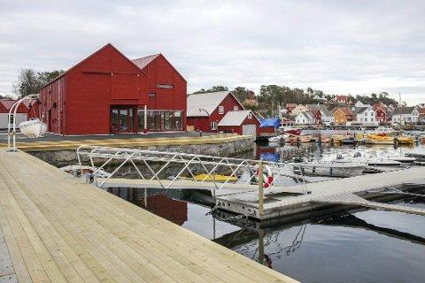 Rett i sjøkanten: Lyngørfjorden kystkultursenter åpner dørene lørdag 6. juli. I senteret skal sjøfartssamlingen Lingard skuteminne ha fast plass. I første etasje kommer Tvedestrand kommunes velkomstsenter for Raet nasjonalpark.