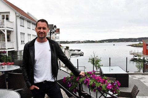 Fornøyd: Hotellsjef ved Hotel Lyngørporten jubler over sommeren. Hotellet har arrangert gratis konserter hele juli, og er godt fornøyd med «stuntet».