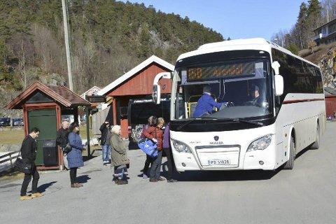 Bussen til Arendal går nå direkte fra kommunehuset i Tvedestrand, med stopp i Fjærkleivene og på Bergsmyr, men så stopper den ikke igjen før Harebakken.