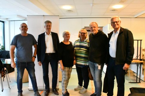 Forhandlingsutvalgene fra Ap og Høyre representert ved Tore Ustad (Ap), Christen Guddal (H), May Britt Lunde (Ap), Karen Waagestad (H), Vidar Engh (Ap) og Erling Holm (H).
