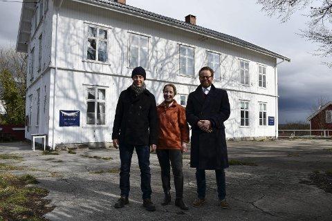 Vant ikke frem: Per Gunnar Pedersen, Tine Karlsvik og Ole Brodersen er tre av de seks næringsdrivende i skolegruppa som ønsket å ta praktisk og økonomisk ansvar for skolebygget mot å få bruke det. Intensjonen var at bygget skulle være åpent for allmennheten på helårsbasis.Arkivfoto
