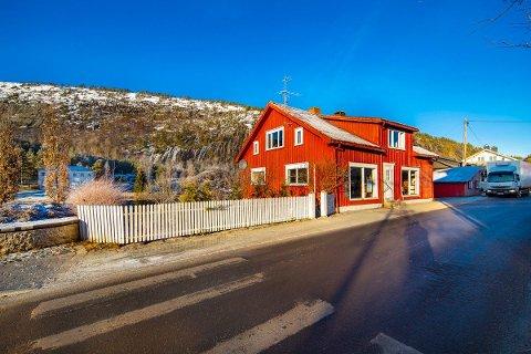 Butikk og leilighet: I Gata i Åmli er det nå mulig å skaffe seg et eget butikklokale med leilighet over.