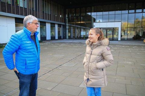 Fredag ettermiddag kom selveste fylkesordføreren på besøk til Tvedestrand videregående skole for ta en parkeringsprat med Lina Birgitte Jørgensen.