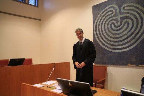 Advokat Karsten Anfinsen forsvarte den saksøkte sønnen.
