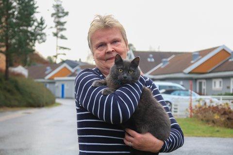 Elin Haugstoga var sikker på at hun ville vinne frem i retten. Nå er hun sjokkert over den hjerteskjærende dommen i Aust-Agder tingrett: Leiligheten havner på tvangssalg hvis hun ikke kvitter seg med katten sin.
