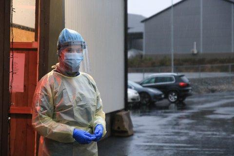 Malén Aasen (20) er utdannet helsefagarbeider, og er dagens testansvarlig på Grenstøl avfalls/test-stasjon.