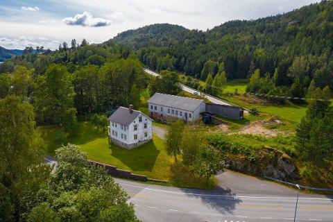 En av Tvedestrands største landbrukseiendommer er nå til salgs.