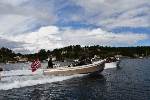 Nye regler: Et utvalg nedsatt av Samferdselsdepartementet mener dagens fartsgrenser til sjøs er forrvirrende, og forslår én fartsgrense langs hele norskekysten.
