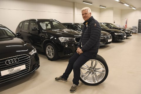 Norges beste bilselger? Tobias Tangen markedsfører seg med at han har Sørlandets største utvalg av nyere norske biler. I fjor hadde enmannsbedriften inntekter på over 34 millioner kroner. Arkivfoto