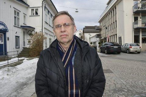 Koronavirus: Kommuneoverlege Hans Tomter, sier kommunen nå vurderer om det skal etableres et sentralt prøvetakingssted i Tvedestrand. Foto: Marianne Drivdal