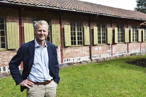 Skal ansette: Museumsdirekør Knut Aall er sparsom med opplysningene om ansettelsen av ny historiker ved Næs jernverksmuseum. Det er nå snart to måneder soden søknadsfristen gikk ut. Arkivfoto