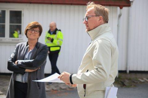 VIL VENTE: Arkitekt Atle Goutbeek ønsker å starte rivingen av Blomsterbutikken 18. mai, men næringssjef i Tvedestrand kommune Anne Torunn Hvideberg anbefaler å vente til etter sommeren.