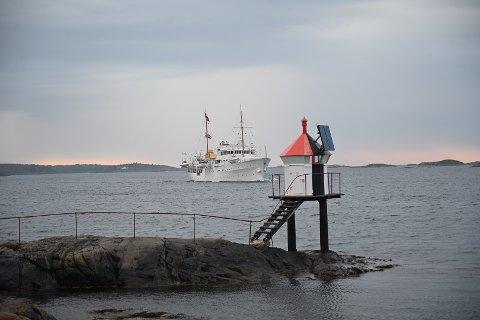 Kongeskipet «Norge» på Buskjærfjorden i kveld.