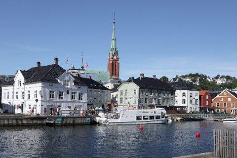 Arendal kommune innfører strenge restriksjoner for å få kontroll på smittesituasjonen.