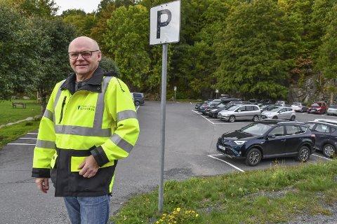 Endringer: Avdelingsleder for kommunalteknikk, Anton Thomassen, varsler endringer på parkeringsplassene i byen.
