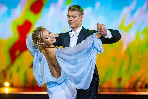 Helene Spilling og Simon Nitsche hedret sine farfedre med en flott vals under kveldens «Skal vi danse på TV2». Foto: Thomas Andersen, TV 2