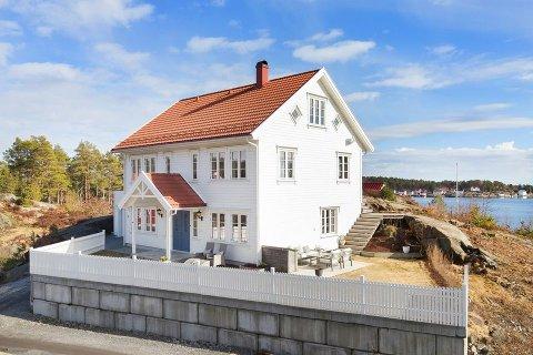 Attraktiv: Det er rift om dette huset i Svabukta på Borøya. Siste bud ligger 2,6 millioner over takst.