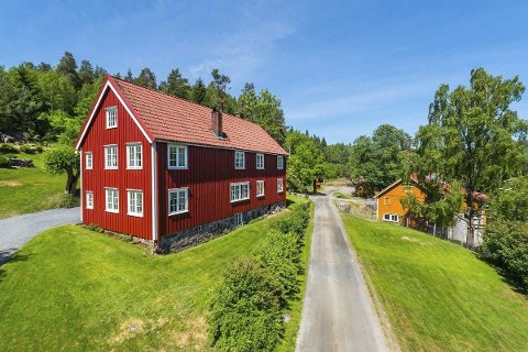 Midtbø: Gården har sin opprinnelse fra 1600-tallet, og den store eiendommen har antagelig aldri vært oppdelt. Terje Stormo og lillebroren Espen Stormo kjøpte stedet i 2018 for litt under 8,5 millioner kroner. Arkivfoto