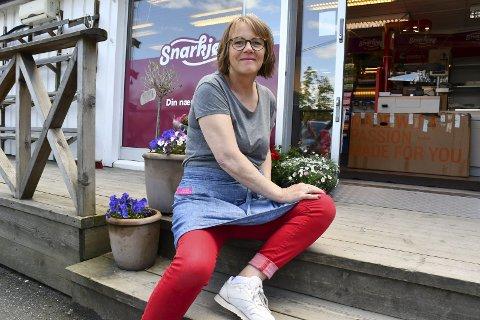 T one Larsen Brekke: Driver Gjevings eneste dagligvarebutikk og er klar for sommerinnrykket. Foto:Olav Loftesnes