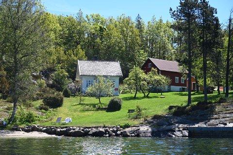 Til salgs: Denne store eiendommen på Flosterøya skal selges. Prisantydningen er 19 millioner, og første bud er lagt inn.