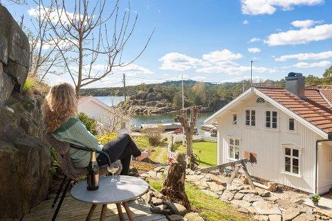 Selger kan sprette sjampisen etter at prisen gikk til værs. Ny eier kan glede seg til å nyte utsikten herfra.