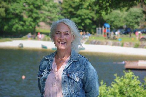 """Janne Broms har et hjerte som banker for barna, og det er de hun tenkte på da hun startet den digitale underskriftkampanjen """"Opprop for Tjenna badepark sommeren 2021""""."""