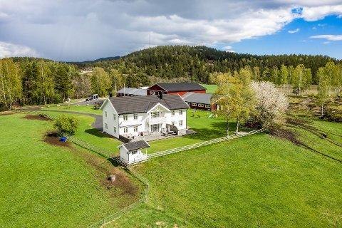 Mosvold gård på Simonstad skal selges. Prisantydnngen er 11,83 millioner kroner.