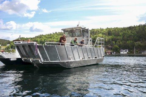 Ragg: Tor Granerud sammen med Fredrik Marcussen og Asbjørn Jøsendal i Raggs arbeidsbåt. Foto: Ida M. Haugen