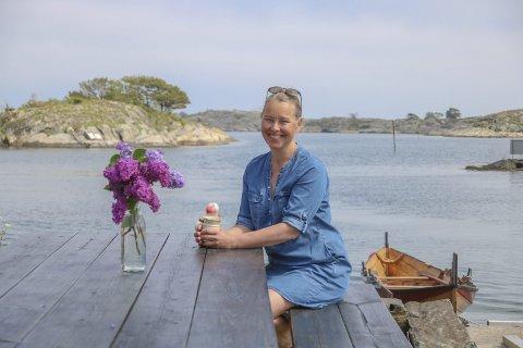ØR OG MØR: En vellykka sommer merkes på kroppen. Tove H. Aargaard føler seg litt mørbanka etter noen fantastiske uker med både bakeriutslag og kafévirksomhet på Klåholmen. — Det er akkurat sånn det skal være, sier hun.