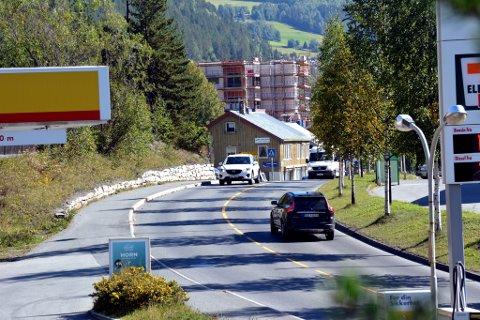 MOGLEGHEITER: At det går ein europaveg gjennom eit bysentrum er ikkje vanleg meiner Guttorm Tysnes i Vegforum Innlandet. Onsdag kom KrF med gode signal for E16 Fagernes S – Hande.