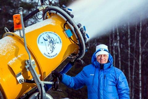 Fri: I 40 år har Bjørn Ekornås kjørt og rydda løyper. Nå syns han det er godt å komme til hytta i Valdres og ha helt fri.