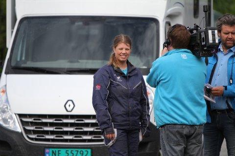 """Èn million: Travtrener Heidi Moen nærmer seg 1.000.000 kroner innkjørt i år, for sine hester i """"Stall Moen""""."""