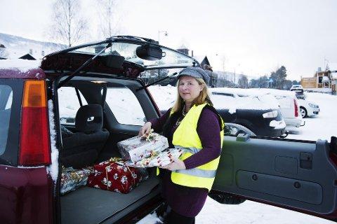 """TOK GREP: Eva Chanita Engerengen, leder for den veldedige organisasjonen Hjelp oss å hjelpe Oppland, måtte endre rutinene for gaver etter at """"givere"""" leverte skrot. Arkivfoto. Foto: Silje Rindal"""