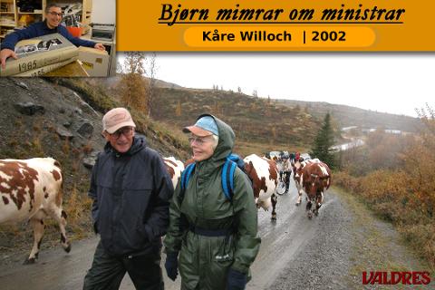 Kåre Willoch og kona Anne Marie var med på buføring i Valdres i september 2002.