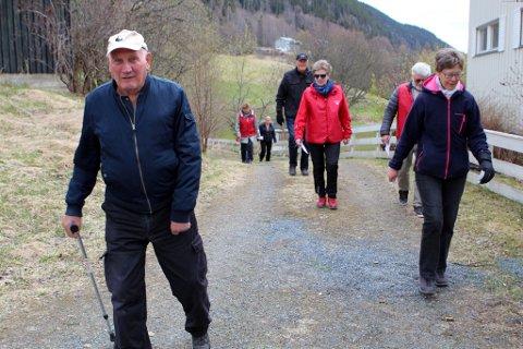 Hjertemarsj Aurdal *** Local Caption *** Gunnar Sørum og Solveig Sørum i første rekke. Bak med solbriller, Toril Flaten Bjørgo.
