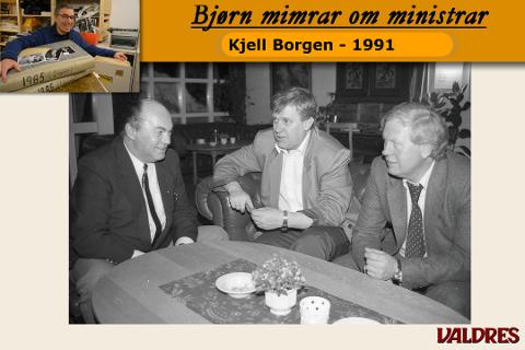 Kjell Borgen i samtale med Torleiv Sig. Hovi (t.h.) og Kjell Ivar Fossnes under årsmøtefesten i Øystre Slidre Arbeidarparti.