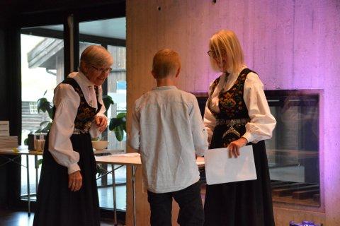 Eneste i klassen: Syver Rolandsgard Hauge var den eneste rekrutten i klassen «Hardingfele/ vanlig fele rekrutt» og fikk premie.