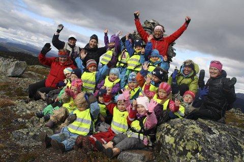 Glede: Ungar skapar optimismene, står det i rapporten. Her ungar frå Leira barnehage på fjelltur.