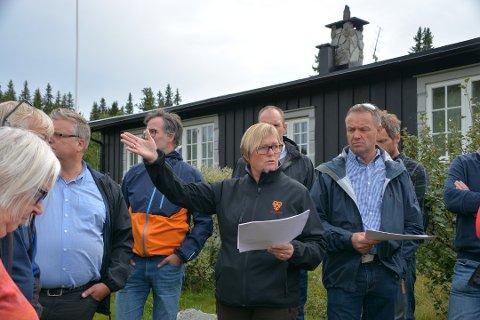 I haust har det vore debatt rundt forslaget om å åpne opp for utvidelse av Storstøllie nå i Aurdalsåsen. Bildet er frå ein befaring. Liknande diskusjoner finn stad mange stader i fjellheimen, ikkje bare i Valdres..
