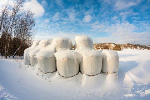 Innsamler Jonas Nerli deler utfordringer og løsninger når det gjelder plastsortering på gården.