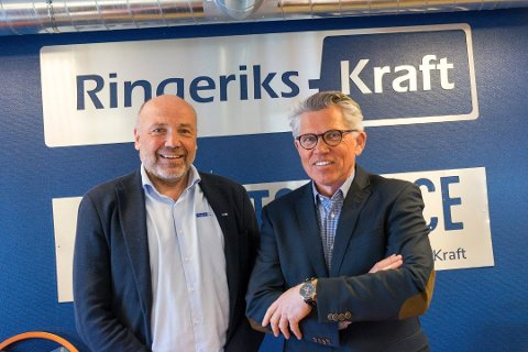 GODT ÅR: Administrerende direktør Ole Sunnset og styreleder Per Roskifte i Ringeriks-Kraft er fornøyde med 2017. Foto: Elin Harstad Iversen